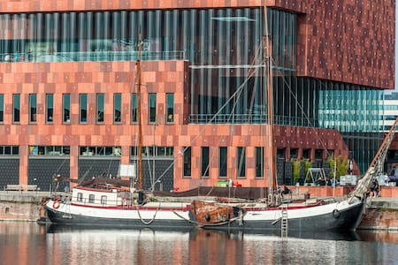 Gezellig slaapschip in Antwerpen  - Anversa