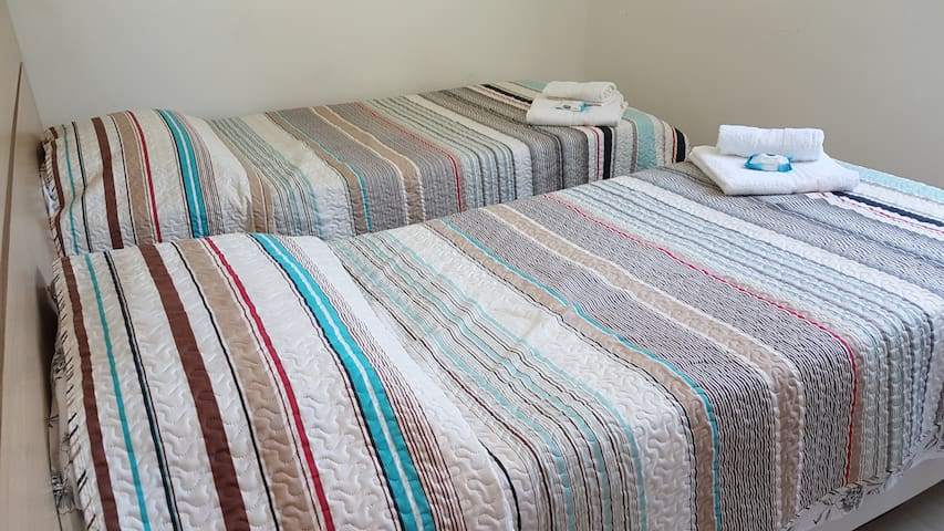 Quarto de solteiro - duas camas