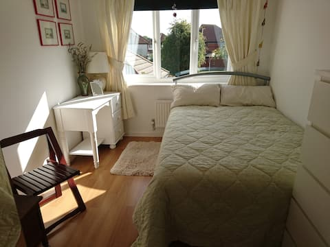 Double Room - walking distance to Didcot Station