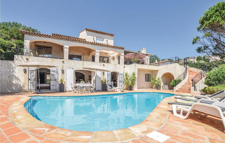 Beautiful home in Les Adrets de L'Estere with WiFi and 5 Bedrooms