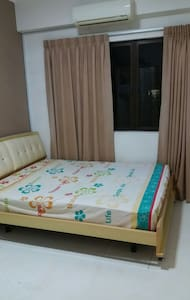 A little comfy room with pool view. - Puchong - Apartment
