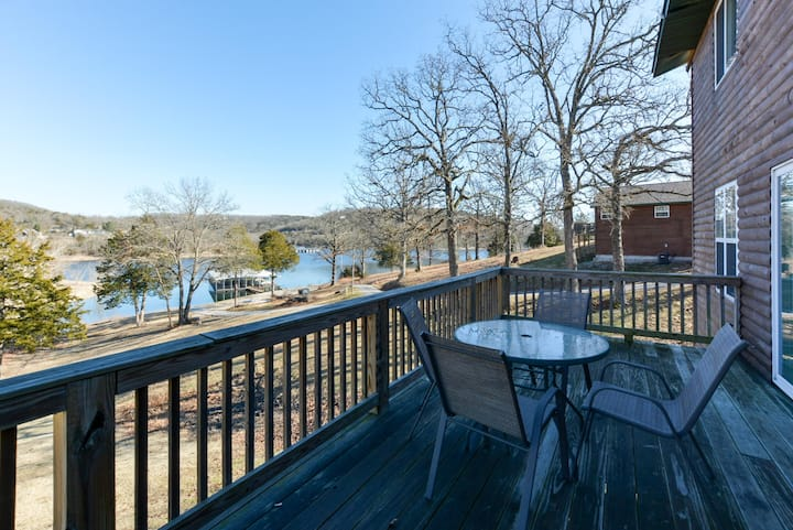 Rooster House - Sleeps 10 - LARGE rooms- Swim Deck - SLIPS available - POOL!