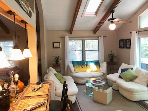 Cozy home minutes from beach, outlets & casino