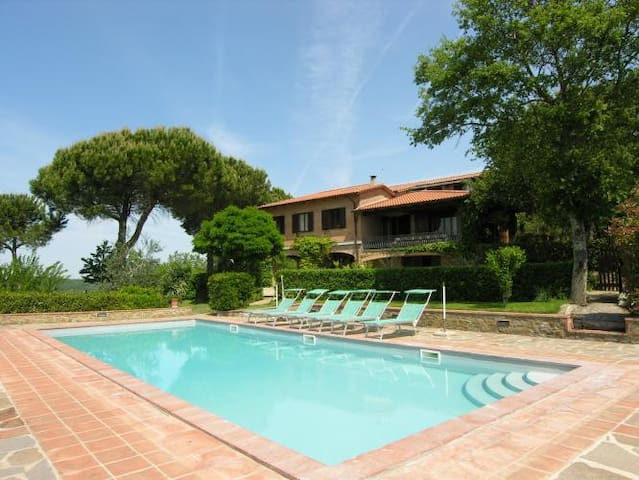 Beautiful villa, panoramic garden and private pool - カステルヌオーヴォベラルデンガ - 一軒家