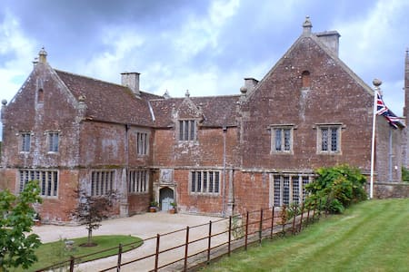 Historic Manor House - B & B - Somerset - Bed & Breakfast