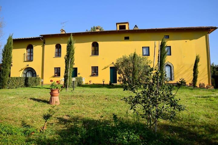 Farmhouse in Vinci with Swimming Pool, Garden, BBQ, Patio
