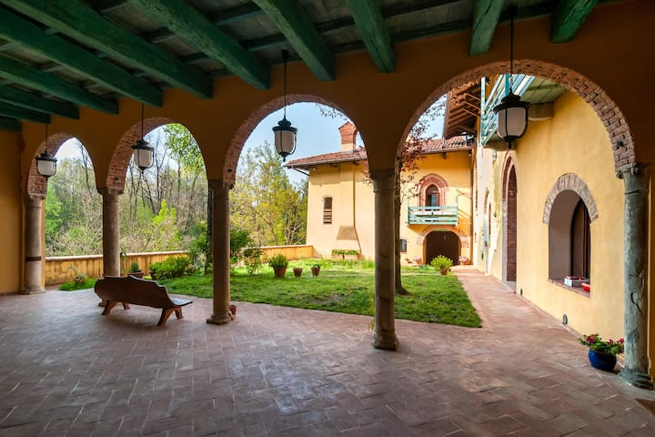 Castello di Montonate. One bedroom apartment.