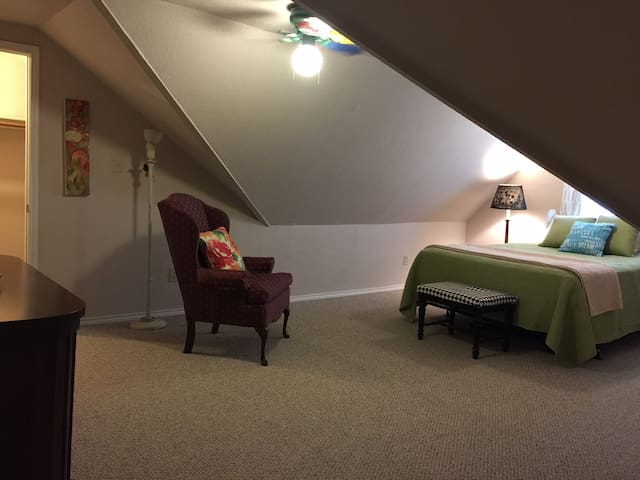 Cozy room for wandering travelers, extended stay