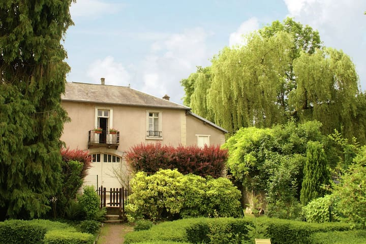 Garden-View Holiday Home in Bligny-Sur-Ouche with Terrace