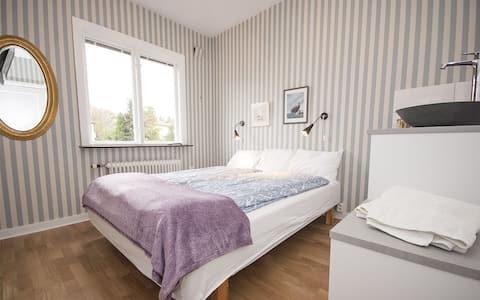 Phòng riêng, lối vào riêng, Wc & vòi sen riêng.