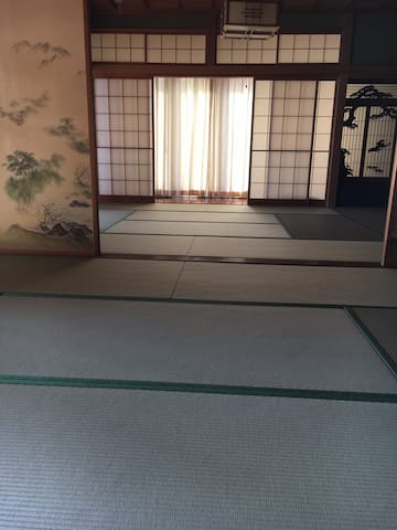和風のお部屋でおくつろぎ下さい。