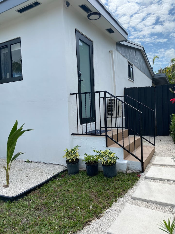 Fully Renovated Studio Near Coral Gables & Calle 8