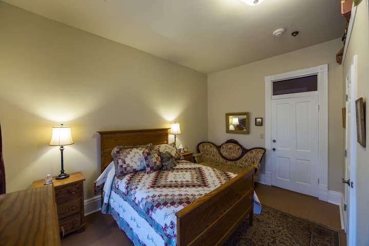 Room 3 GRAND VICTORIAN INN