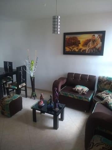 Comoda habitación, ambiente familiar