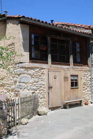 Charmante maison de village dans les Pyrénées - Loures-Barousse - Huis