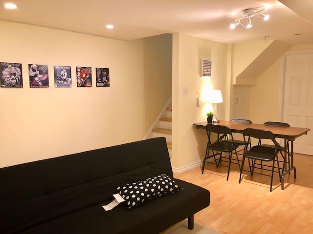 Basement apartment w/ private bathroom 1-4 ppl