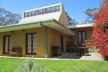 Blue Gum House has spa, fire place, BBQ and more - Blackheath - House