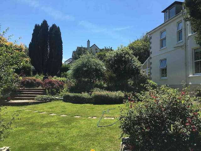 Harbour retreat! Mylor garden flat