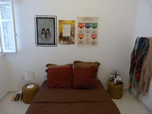 Chambre pleine de bonne humeur à la Marsa - Tunis - Byt