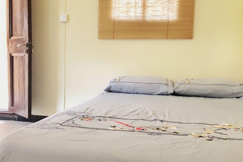 床品刺绣精美