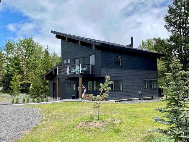 Modern & Stylish Donnelly Cabin with hot tub