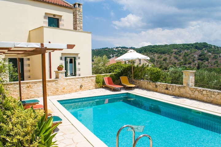 Beautiful villa,Douliana, Near Vamos & Almirida 3