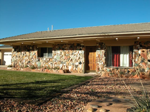 The Rock Cottage - Kanab - บ้าน