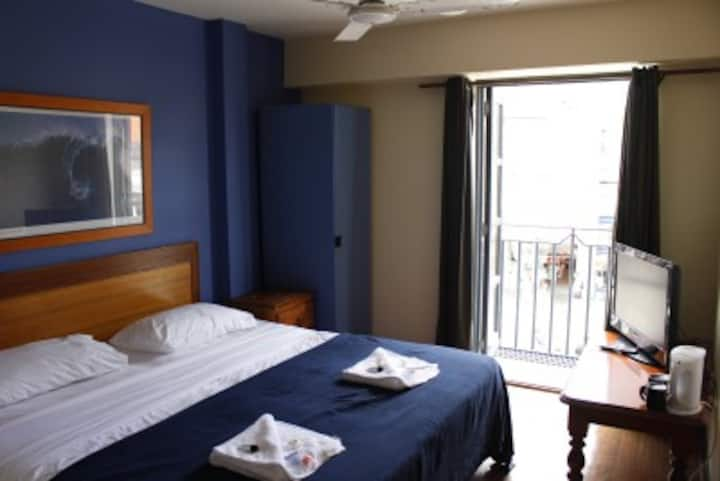 Deluxe Ocean View room with en suite bathroom