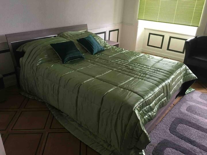 confortable et grande chambre