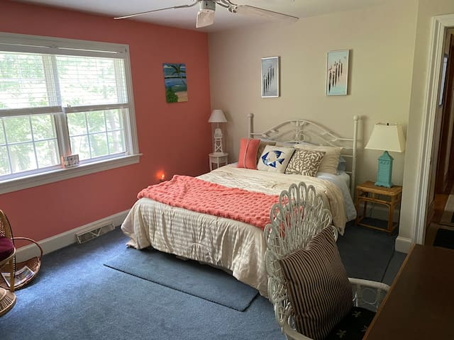 Ocean Room - with Queen bed