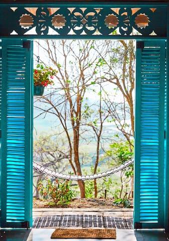 Beautiful bambu mansion overlooking the sea - Jama