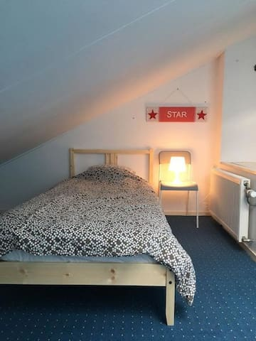 A cosy attic room with free parking