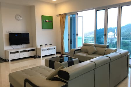 2700 sqf 4-Bedroom Condo 1 Borneo Hypermall