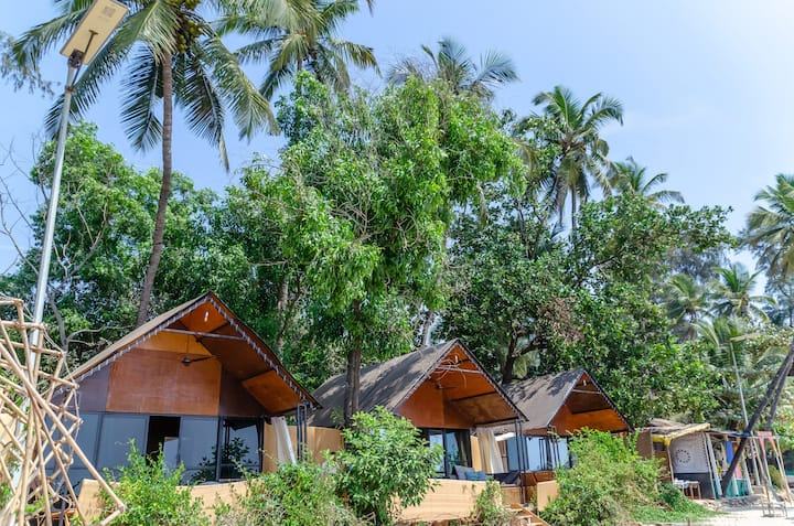 ★ Luxury On The Beach ★ Sea, Nature & Relax,AC hut