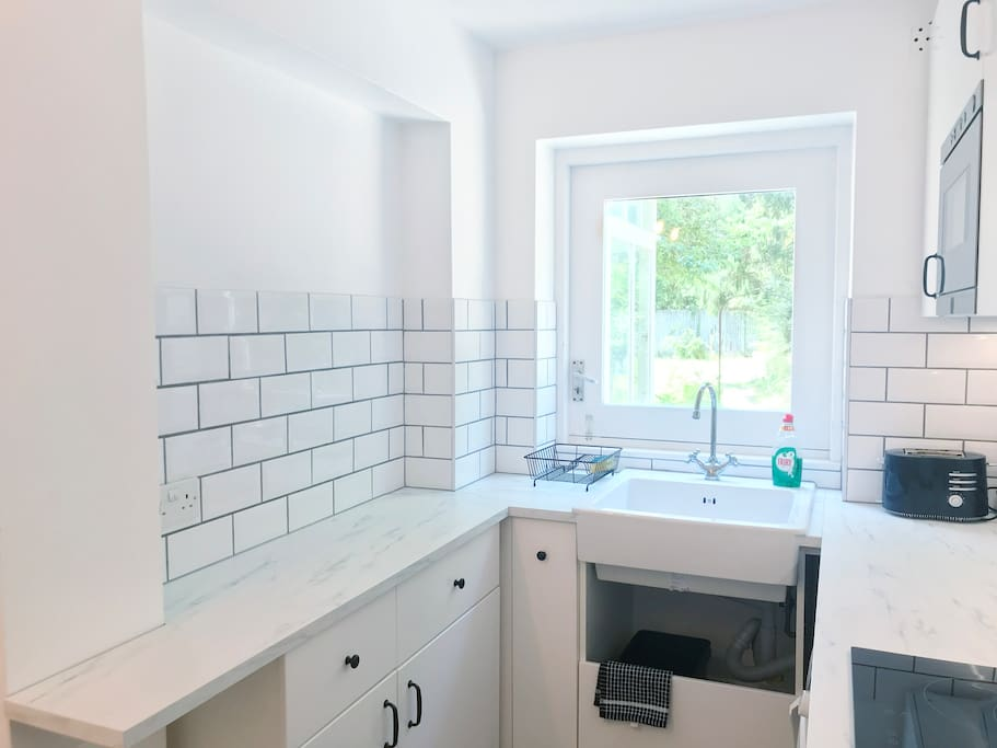 Kitchen with oven, hob and microwave. Breakfast provided- cornflakes and muesli