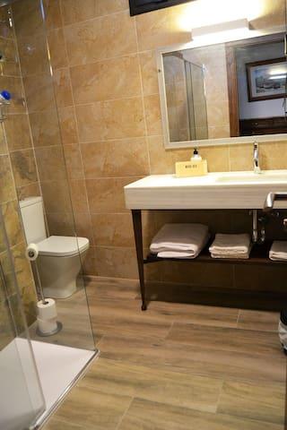 Habitación 02 baño