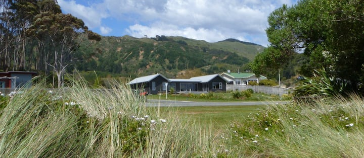 Fabulous modern beach house with stunning seaviews