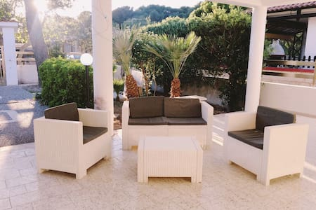A Few Meters from the Beach - Apartment Antonaci Padula Bianca
