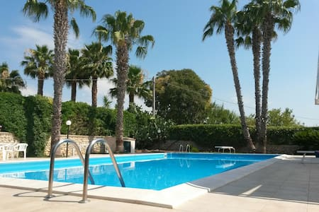 Villa con piscina privata a 10 minuti dal mare - Rosolini