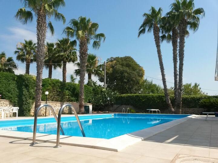 Villa con piscina privata a 10 minuti dal mare