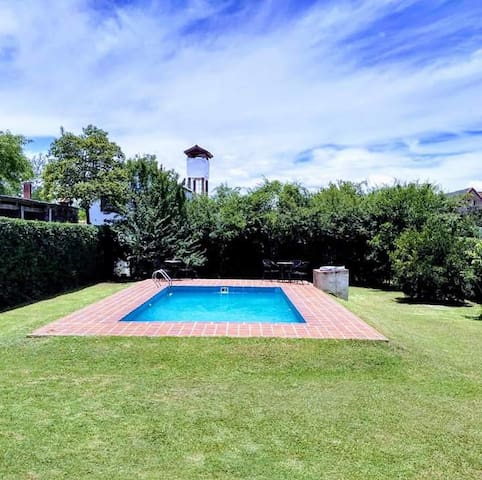 EKEKO HOUSE, casona para 9 con piscina, parrilla.