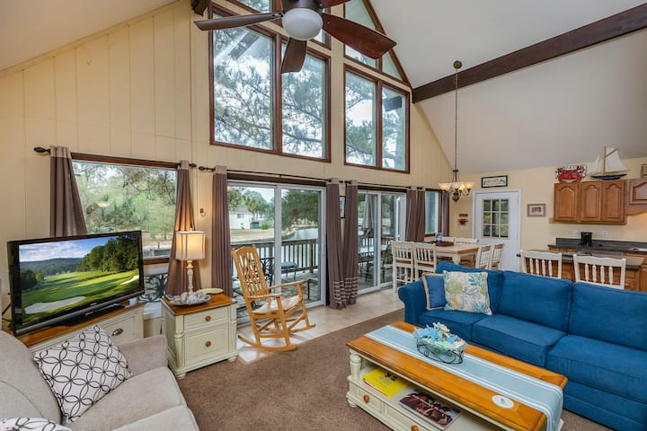 Smooth Sailing is a fabulous Direct Canalfront Vacation Home in prestigious Oyster Bay on Chincoteague Island.