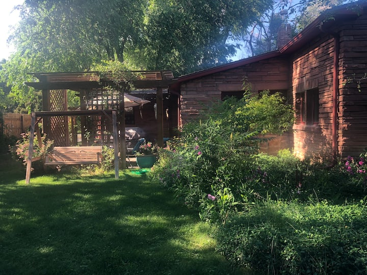 North Boulder Cottage near trails and bus route