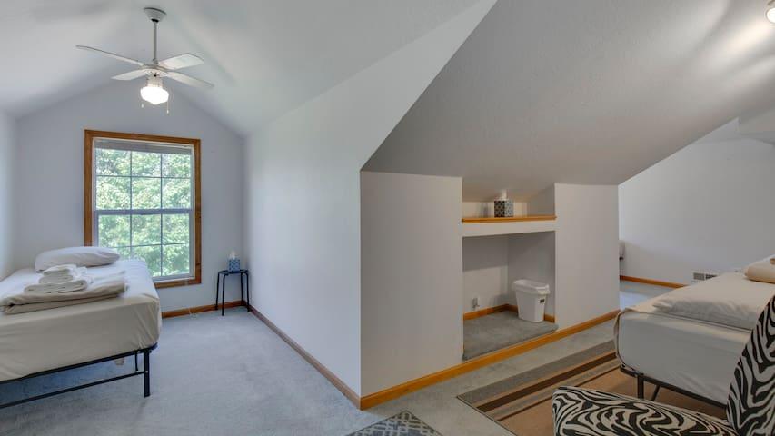 4 twin bedroom