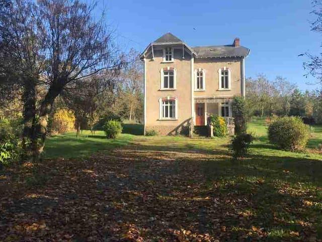 """""""Le Petit Château"""" d'Airvault"""