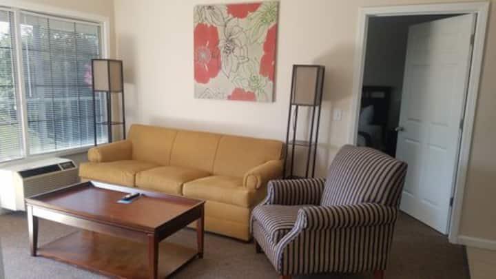 One Bedroom Condo- The Retreat at Foxborough