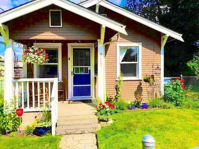 Sumner Blue Door Cottage