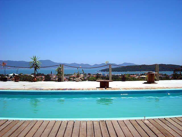 Apartamento Araçá 1, com vista para o mar.
