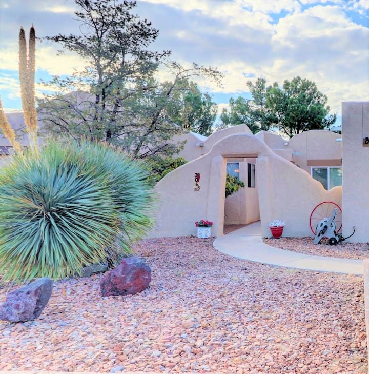 Charming, Comfortable, Casita. Excellent Location!