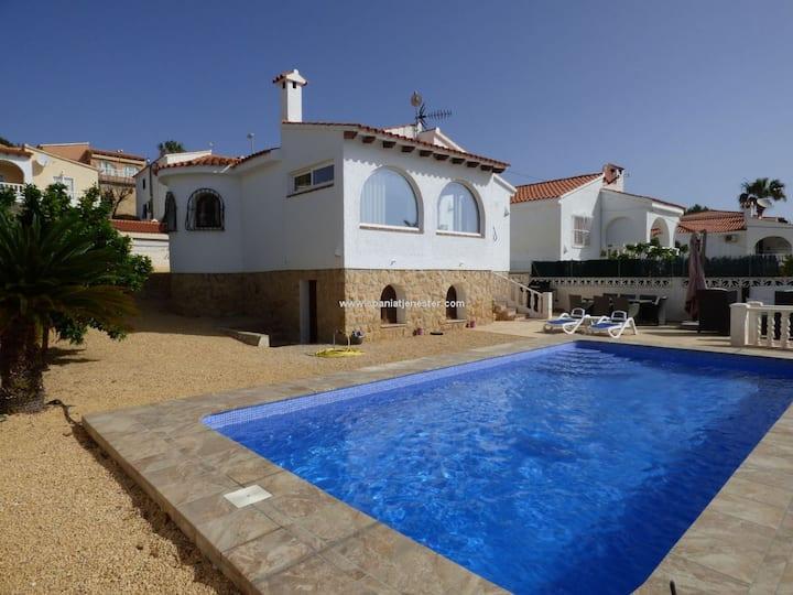 Deilig liten villa med privat basseng